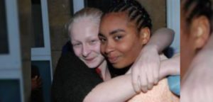 Крещение в Лондоне: две лучшие подруги стали христианками