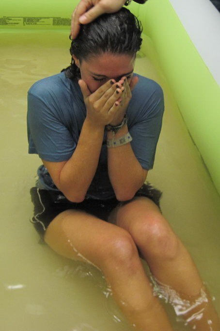 Крещение подростков в церкви Христа в Милане