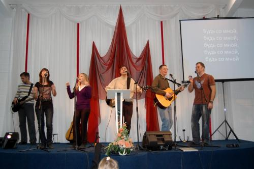 Церковь в Новосибирске принимает христиан из Сент-Луиса