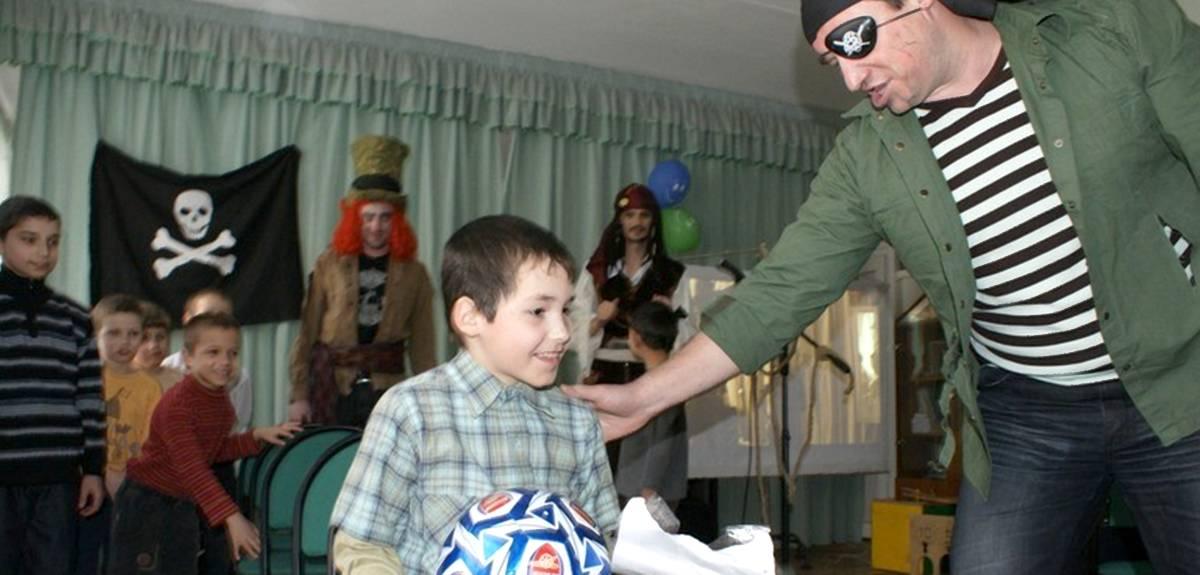 Благотворительность в Челябинске: волонтеры служат в детском доме