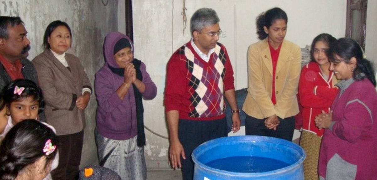 Креститься в Индии этой семье помог начавшийся дождь