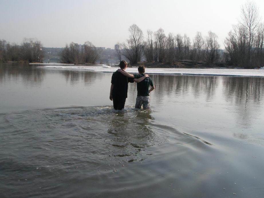 В новосибирской церкви крестились еще три человека