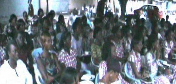 Церковь Христа в Абиджане переводит Библию на язык глухих