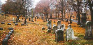 Для чего крестятся для мертвых - о чем говорится в Библии?