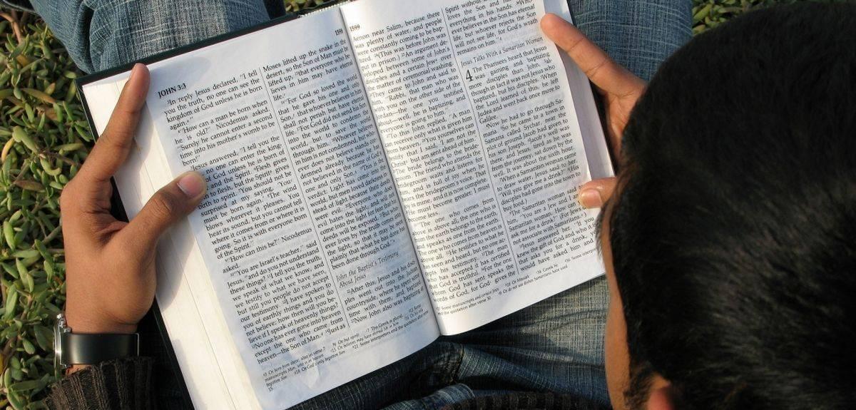 Возвращение в церковь (реставрация): надо креститься заново?