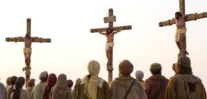 Разбойники на кресте, распятые с Иисусом - два описания в Библии?