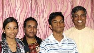 Крещение подростков в Индии - дети следуют по пути родителей