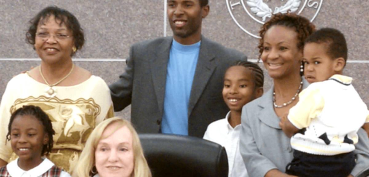 Счастливые истории усыновления детей: опыт семьи Чарли и Тони