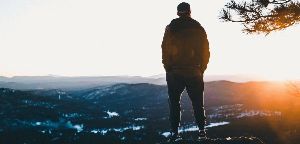 Разве Бог может быть всемогущим и всезнающим?