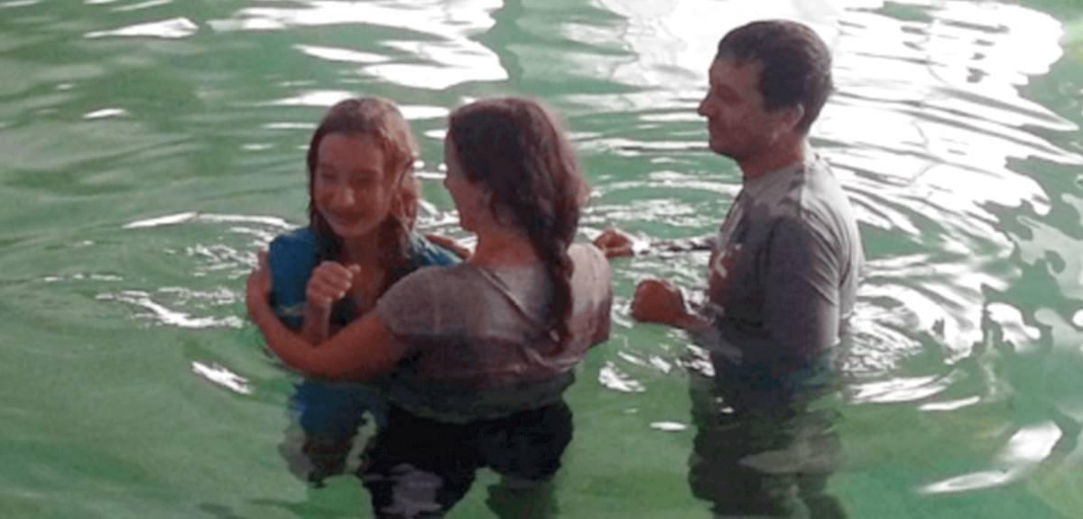 Крещение дочери в подростковом христианском лагере в Москве