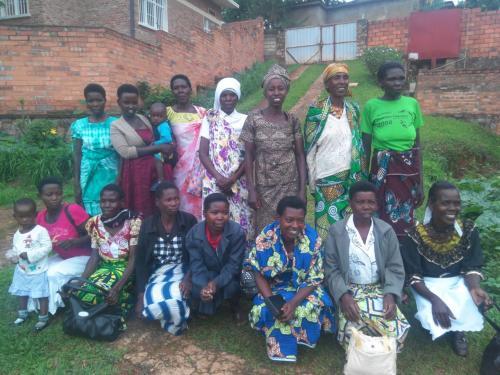 В церкви Христа Руанды крестилось сразу 30 женщин