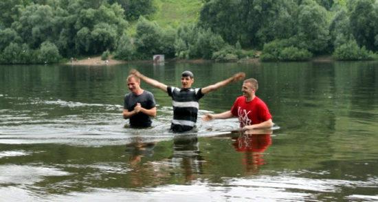 Церковь в Уфе празднует крещение еще одного человека