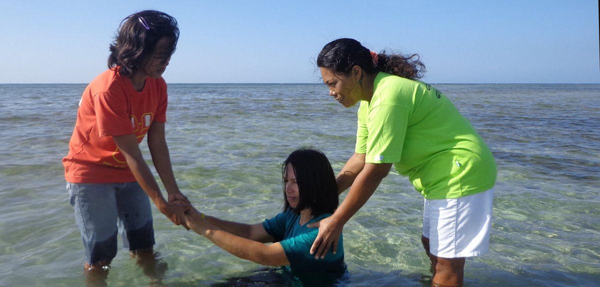 Крещение на Филиппинах: как добрые дела помогли покаяться