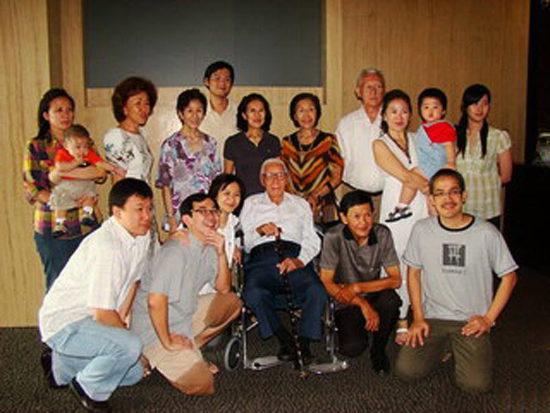Дожить до 100 лет и креститься. История из Джакарты.