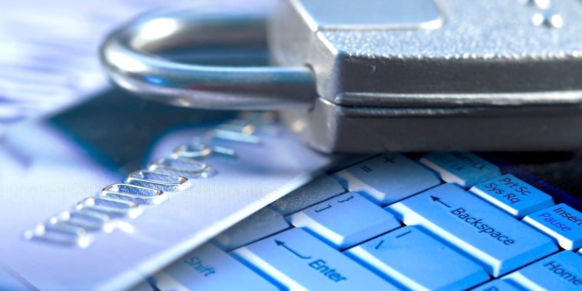 Защита от мошенников - работа с картой в интернете