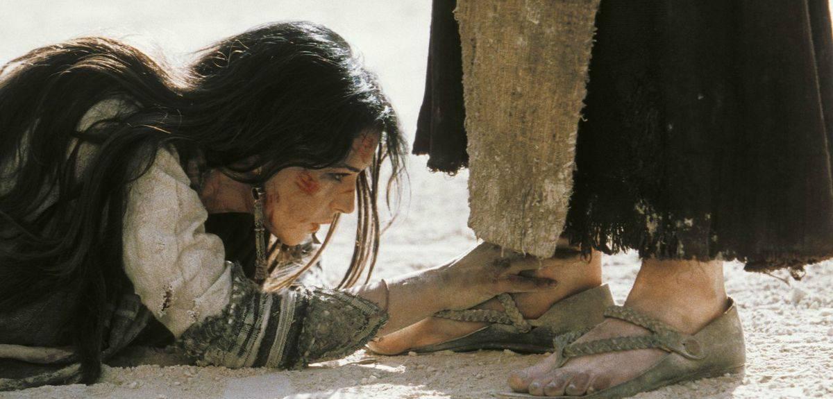 Стал ли Иисус Христос нечистым, когда до Него дотронулась женщина?