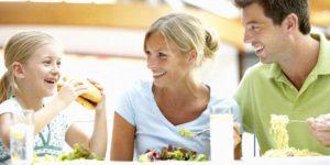5 секретов успешного семейного общения за столом