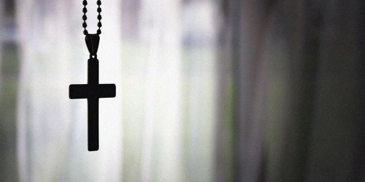 Можно ли носить нательный крестик верующему человеку?
