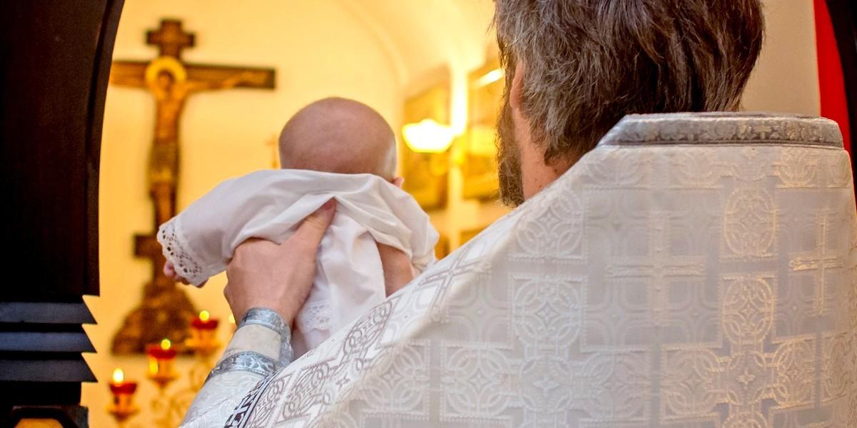 Почему крещение платное в традиционной церкви?