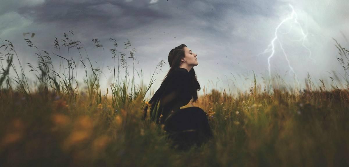 Зачем молиться Богу за людей, если Бог и так все знает?
