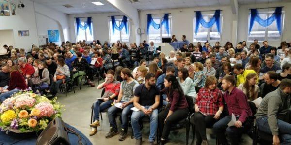 Интересные проповеди и атмосфера в церкви помогли мне креститься