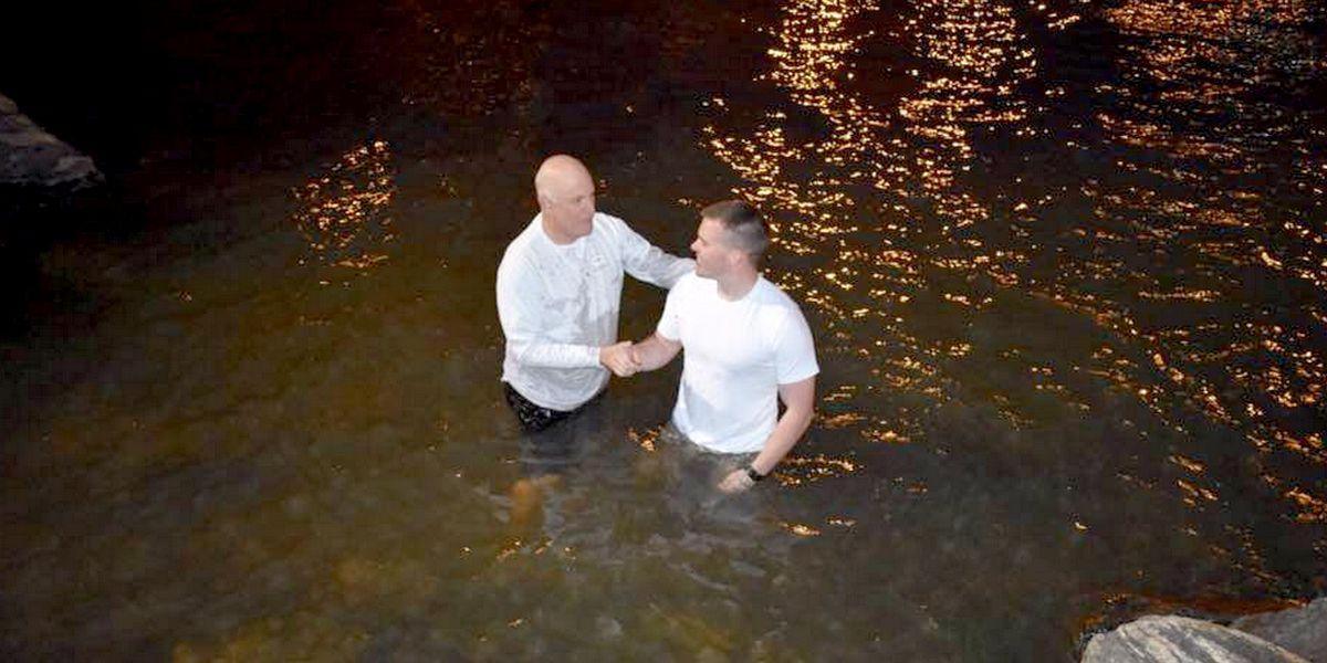 Крещение в Колумбус: офицер армии США пришел к Богу