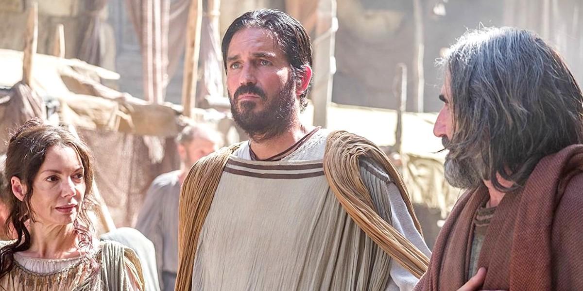 Почему апостол Павел благодарен Богу, что никого не крестил?