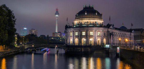 Сиэтл и церковь в Берлине укрепляют студенческую группу