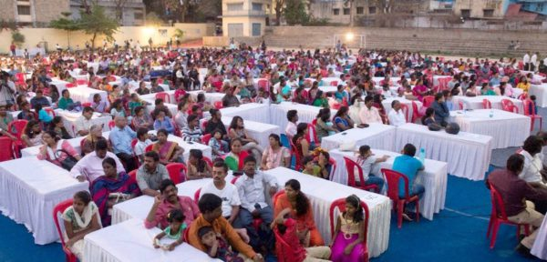 Христиане в Бангалор (Индия) помогают людям вернуться в церковь