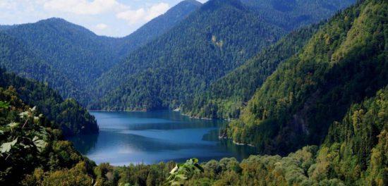 Крещение в Абхазии: о двадцати годах постоянных молитв