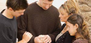 Должны ли христиане поклоняться и служить Иисусу Христу как Богу?