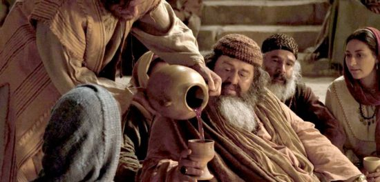 Превращение воды в вино: правда ли это первое чудо Иисуса Христа?