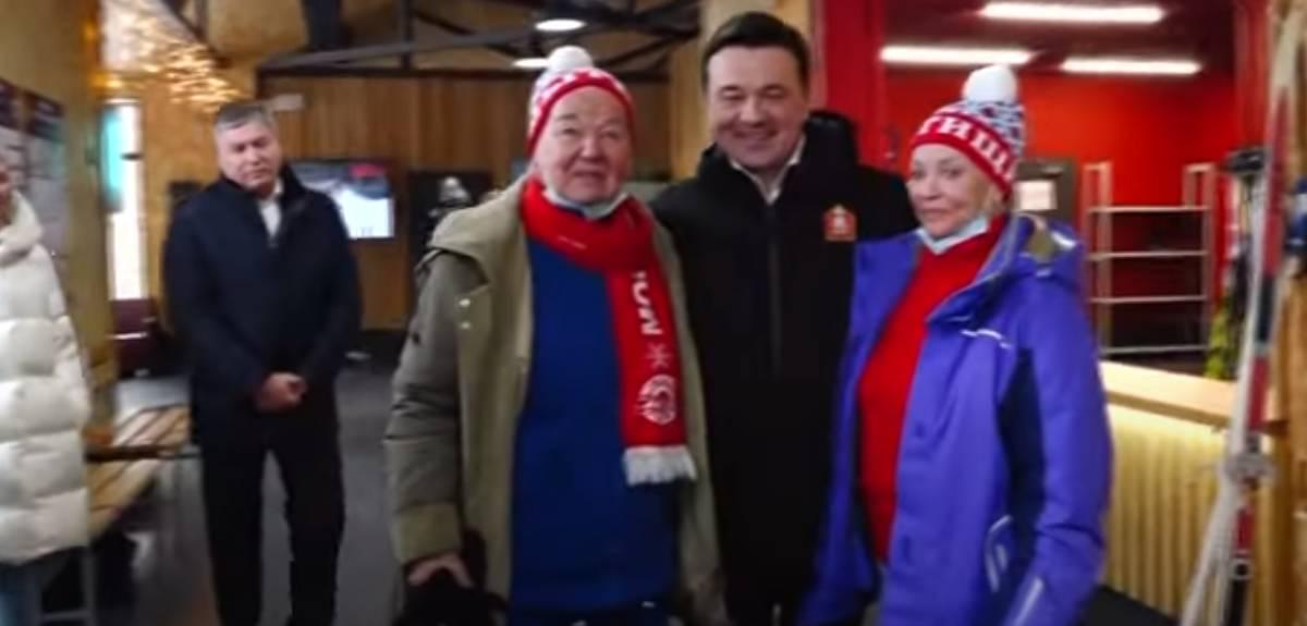На лыжах в 78 лет: губернатор вручил ценные призы Татьяне Бобковой